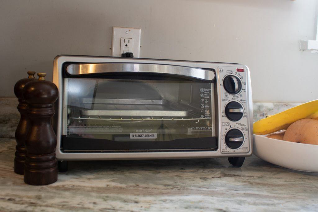 to1313sbd toaster oven front